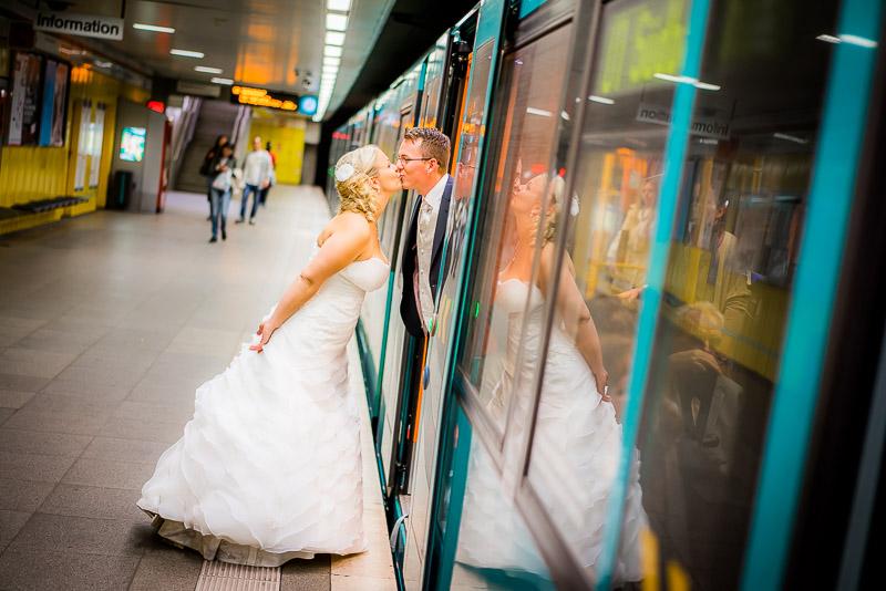 Ein megalustiges und entspanntes After-Wedding-Shooting in Frankfurt