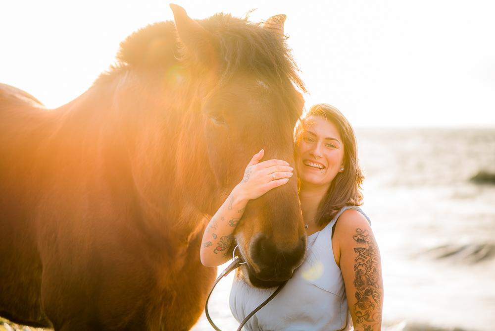 Mit Justine und dem Pferd am Strand auf der Insel Fehmarn